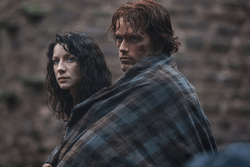 Caitriona Balfe (Claire Randall) & Sam Heughan (Jamie Fraser)