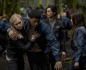 Clarke Griffin (Eliza Taylor-Ctter), Wells Jaha (Eli Goree)