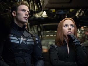 Chris Evans (Steve Rodgers) et Natalia (Scarlett Johansson)